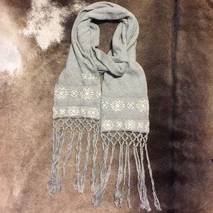 Ruehl No. 925 Accessories - Ruehl 925 fine gauge knit winter scarf