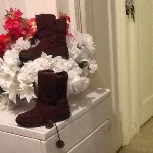 Brown boot all man made material BRAND NWOT