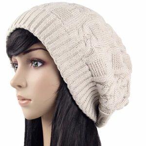 Accessories - Beige knitted slouchy hat beanie