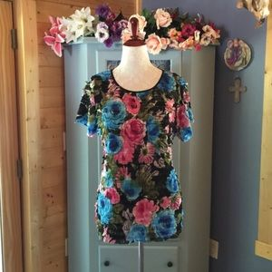 Notations Tops - FLORAL BLOUSE. So Pretty!!!