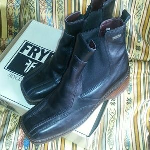 Frye Frenzy ankle boots with side gore, sz 9