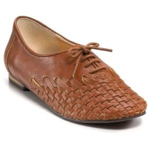 HP🎉🎉 Steve Madden Brown Weaved Lace Up Oxfords
