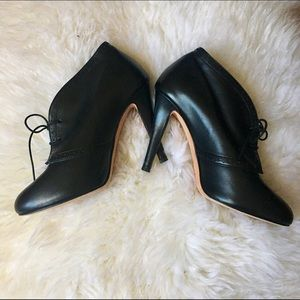 Butter Shoes Shoes - Butter Leather Lace Up Booties - Sz 6