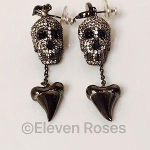 nOir Pirates Of The Caribbean Skull Earrings