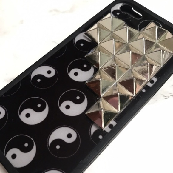official photos b4563 283b4 A Yin Yang Wildflower Case