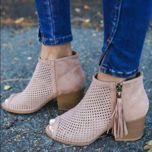 Shoes - 🎉Restocked 🎉 Taupe suede mesh texture bootie