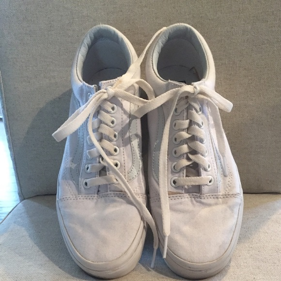 b8229c30edadb3 Vans Shoes - Classic Old Skool Vans - White Canvas