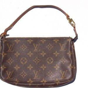 Louis Vuitton Handbags - 💼 Louis Vuitton monogram Pouchette Demi Bag