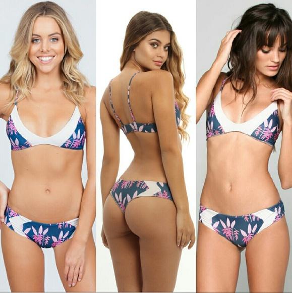 ff3359832e New acacia set heliconia bikini pupukea mentawai M
