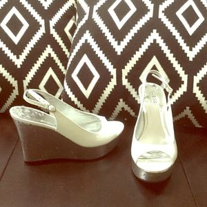 Guess White Patent Peep Toe Wedge Sandals Sz 8.5 M