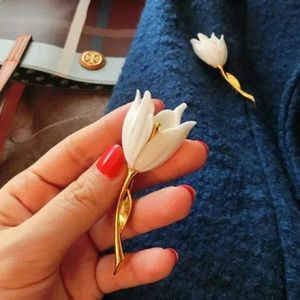 17Basics Jewelry - ❗️ALMOST GONE❗️17Basics gold plated tulip brooch