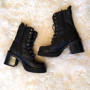 Shoes - 90s chunky heel grunge platform combat boots