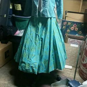 Adorable vintage full skirt