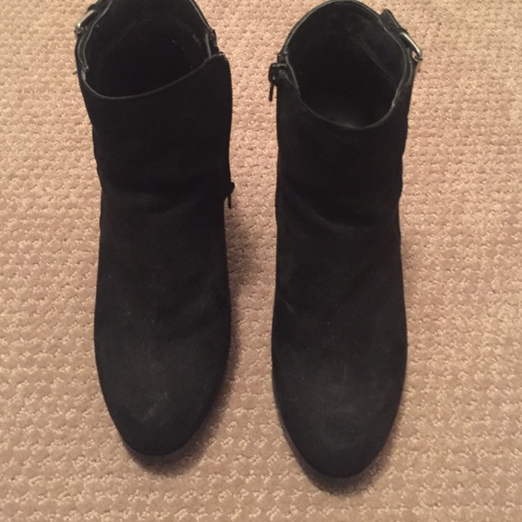 48 off forever 21 shoes black suede wedge booties from