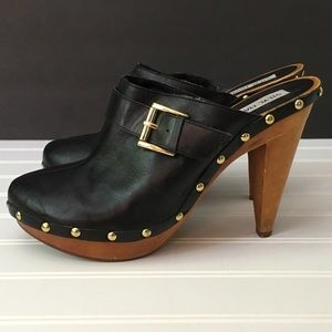 Steve Madden black leather clogs