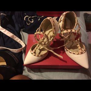 Shoes - Cream heels