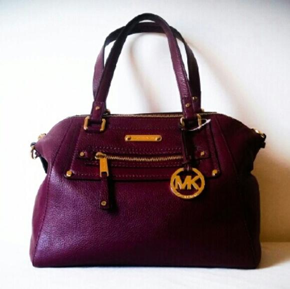 65d9be103229 MICHAEL Michael Kors Bags | Gifts Michael Kors Gilmore Bag In ...