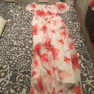 Chicwish floral maxi dress. Size Small. BNWT.