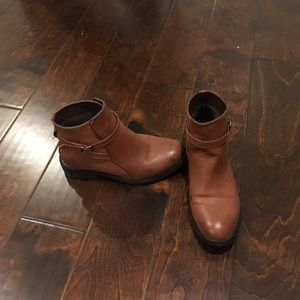 Shoes - Brown flat booties