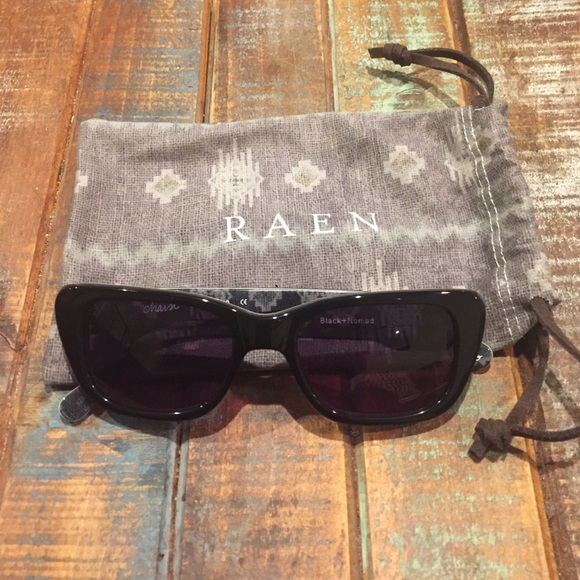 aa38a57895 Raven Chaise sunglasses in Black Nomad
