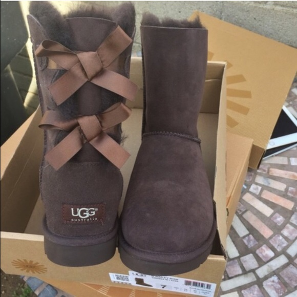 UGG authentic Bailey bow brown chocolate Sz 7 new