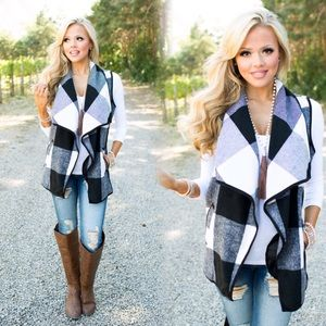 ❤️JUST ARRIVED❤️Black & White Plaid Vest❤️