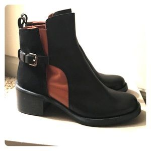 Hoss Black and Tan two tone ankle boot.