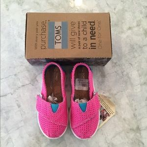 NWT Toms (toddler)