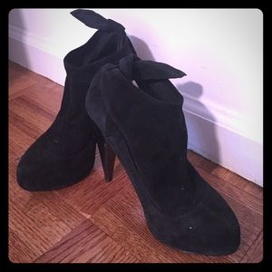 Wild Pair Shoes - Wild Pair, black booties, size 5
