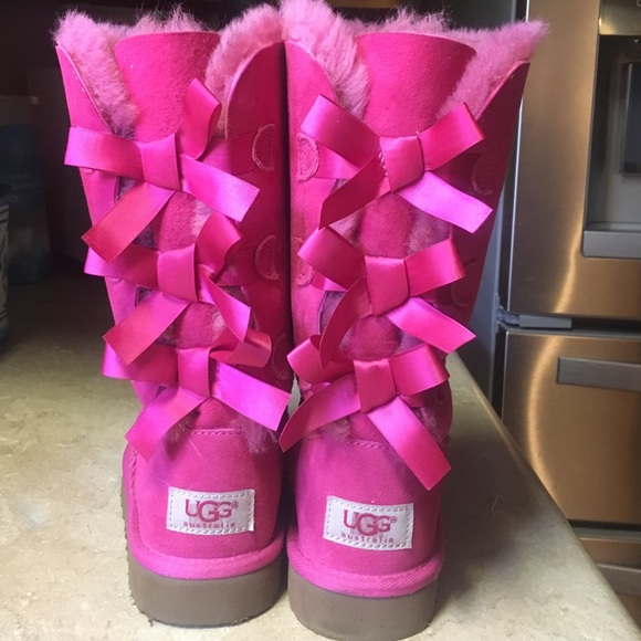 Girls hot pink bailey bow tall uggs size 1