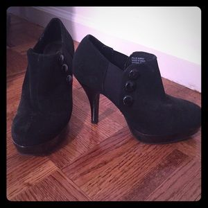 Unlisted Shoes - Unlisted, black booties, size 6
