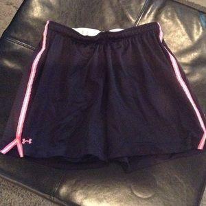 Under Armour Pants - Under Armour  Shorts size medium