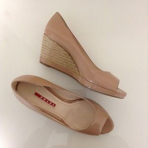 PRADA Peeptoe Wedges Nude Patent Leather 7 / 37