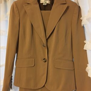 Petite Sophisticate Other - 2p tan suit - beautiful like new condition.