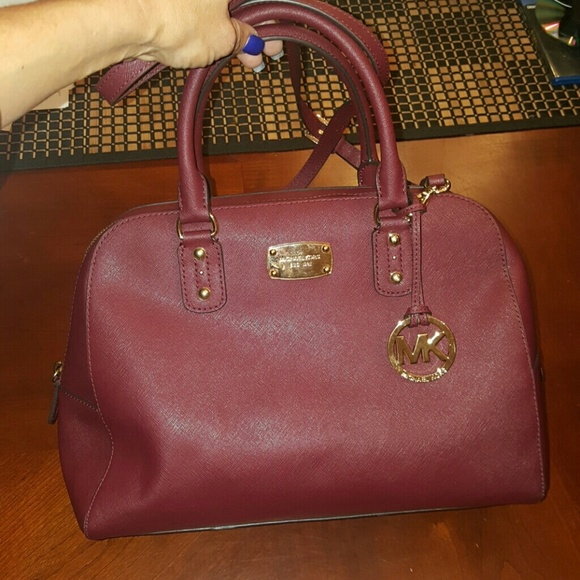 f14a54b20eac Michael Kors Cindy Large Dome Satchel crossbody. M 57f6dfd66a5830326b0018bb