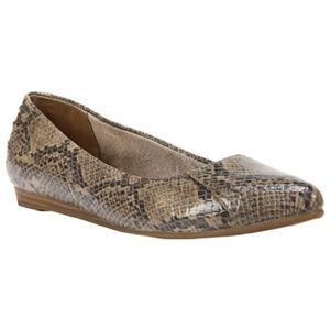 Life Stride Shoes - *SALE*LIFE STRIDE Tan Faux Snakeskin Flats 7 NIB