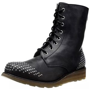 A5⃣🌟! Gorgeous Studded Combat Boots! NEW!