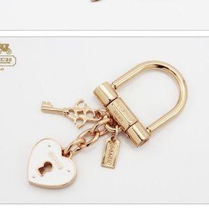 Gold Heart Coach Key Lock Key Holder