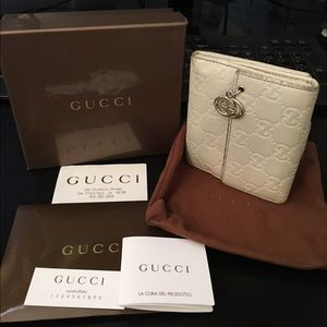 Gucci Handbags - Gucci leather wallet