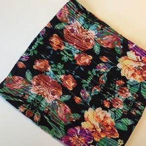 Dresses & Skirts - NWOT Floral mini skirt
