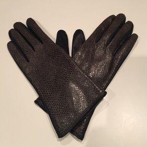 Accessories - Elegant Leather Gloves
