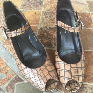 Donald J. Pliner Shoes - 🎉🎉HP🎉🎉Donald J. Pliner open toe pumps 7 1/2🌺