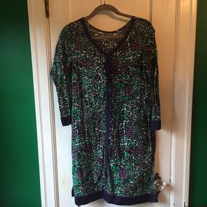 Tops - Awesome print tunic with silk edges in purple