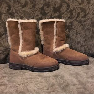 99242606730 Ugg 8 Sundance Short Chestnut boots NWT