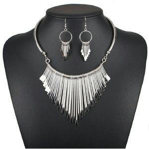 Jewelry - *!*Silver Rains Collar Set*!*