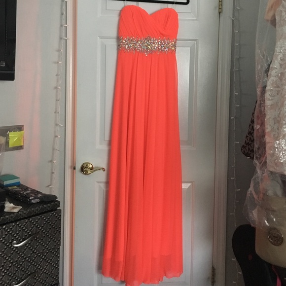 Sequin Hearts Dresses & Skirts - Bright Salmon Long Formal Dress SIZE 5