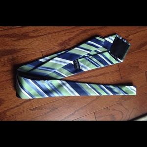 Great colors and condition men's tie.👔💼