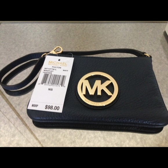Michael Kors Fulton Pebble Leather Wristlet - Navy cea49c0acdf6c