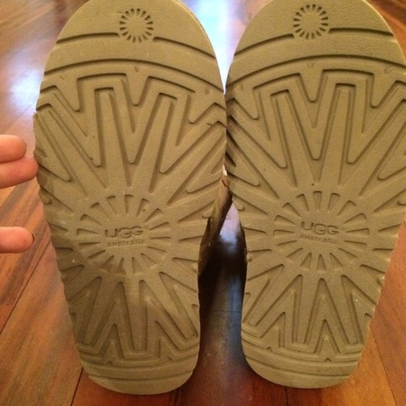 ugg authenticity sun logo