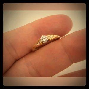 Jewelry - 18carat yellow gold diamond ring